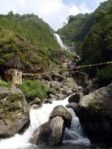 उत्तरी सिक्किम का रास्ता ऐसे कई खूबसूरत झरनों से लदा पड़ा है