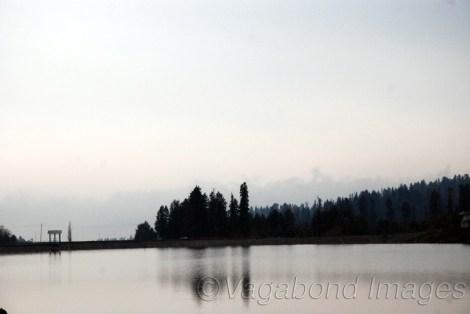 पानी रोककर बनाई गई यह झील ठीक यूसमर्ग से पहले है