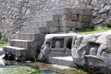 There are few carvings of Shivlingas and other structures on the stones and stairs adjacent to pond
