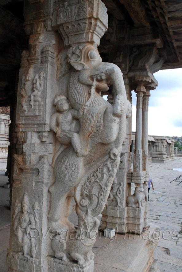 विट्ठल मंदिर की यह प्रतिमा अलग-अलग जानवरों से मिलकर बनी है और ये सभी जानवर अलग-अलग व्यवहारों के प्रतीक हैं। इन सभी पर काबू पाकर ही सही रास्ते पर आगे बढ़ा जा सकता है