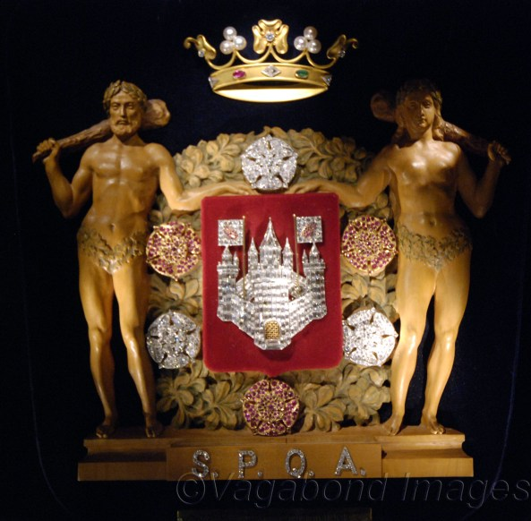 Made in gold, rubies and emerald with diamonds (baguettes and brilliants), the coat of arms of the city of Antwerp was presented during a diamond exposition at the city's reception hall in 1936-37. Subsequently it was donated to the city government by Leopald and Romy Goldmuntz.