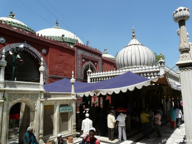 Shrine of sufi saint Hazrat Shaikh Khwaja Syed Muhammad Nizamuddin Auliya
