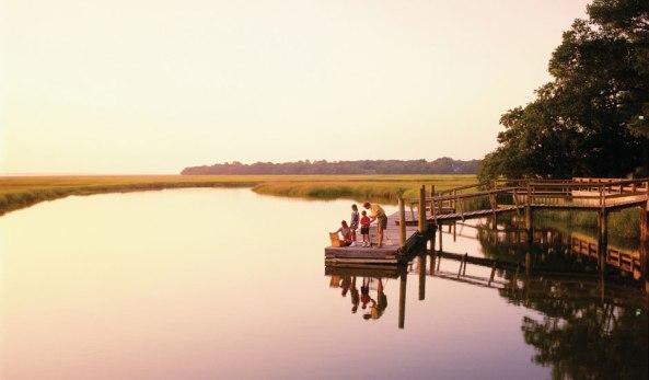 Family_on_floating_dock