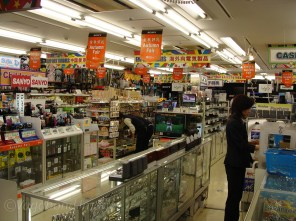 For those who want to shop late, all night departmental stores...