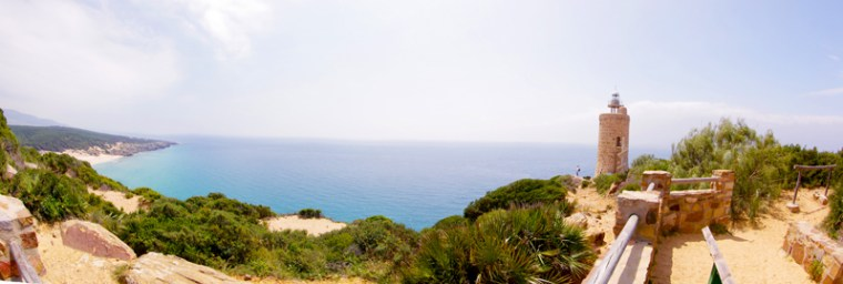 Vistas desde el faro del Camarinal. Desde aquí empieza la ruta a la playa escondida