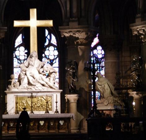 Interior de la catedral de Notre Dame en París