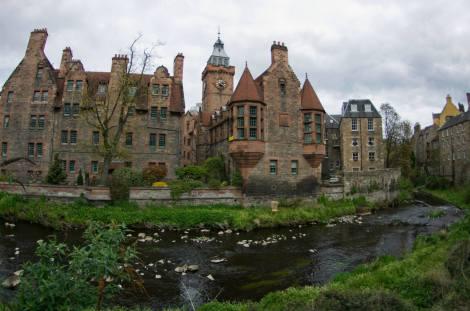 Dean Village a orillas del río Leth