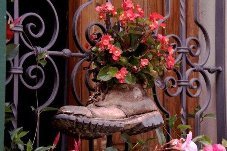 Macetero-bota en la bota italiana