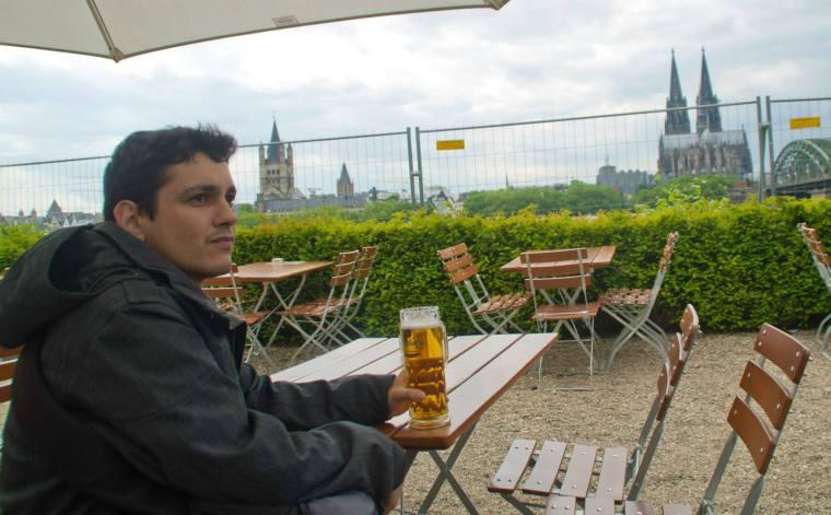 Tomando una Kölsh con vistas en Hyatt Biergarten