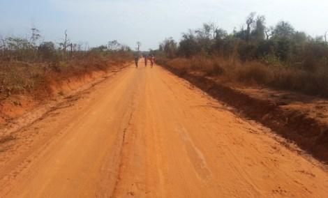 La pista de tierra rojiza que nos llevó hasta los Tsingy