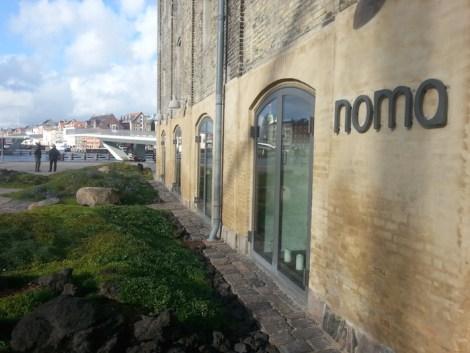 El multipremiado y multiestrellas Michelín restaurante Noma (cerrado a la hora de comer un domingo)