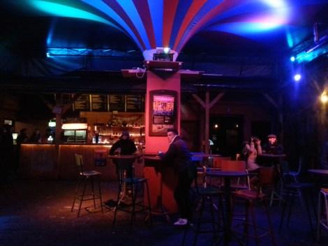 El patio del ruin pub Fogas ház (sin calefacción en invierno)