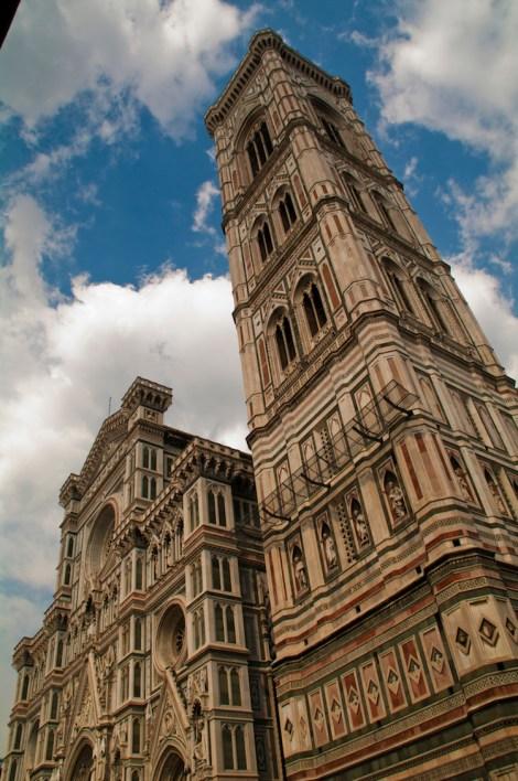 La torre Campanile del Giotto junto a la Catedral de Santa María del Fiori
