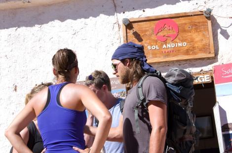 Los mochileros jovenzuelos son los habitantes mayoritarios en San Pedro de Atacama