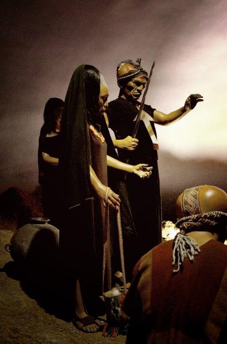 Representación de los Paracas en el museo Inkariy donde se aprecian las deformaciones craneales