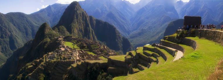 Panorámica de Machu Picchu donde se aprecian las terrazas agrícolas
