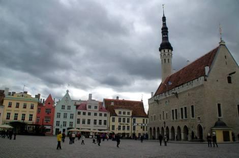 El Ayuntamiento es a día de hoy un museo y centro de eventos oficiales: se puede subir a su torre y en sus arcos hay varios restaurantes