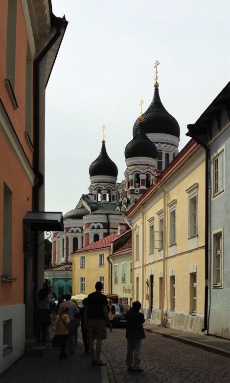 Las características cúpulas de la catedral Alejandro Nevski, visibles desde las calles de Toompea