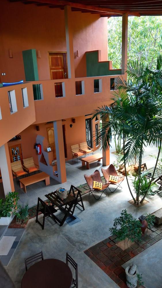 Hotel My Village en Tissa, Sri Lanka, donde descubrí que los colores tierra son lo más en decoración de interiores
