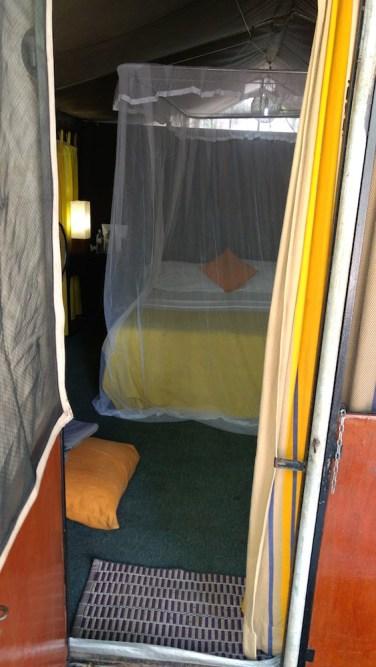 Interior de nuestra tienda de campaña en el parque Wilpattu