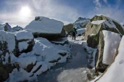 El Circo Glaciar de Gredos hace honor a su nombre: conforme nos acercamos a la Laguna Grande encontramos más y más hielo