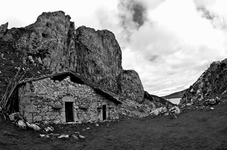 Es posible hacer una pequeña ruta en torno a los lagos de CovadongaEs posible hacer una pequeña ruta en torno a los lagos de Covadonga