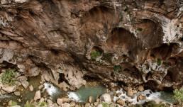 El desfiladero del Gaitanejo es un estrecho cañón de hasta 300 metros de altura, con cascadas y riachuelo