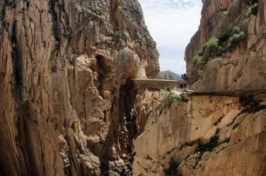 El puente sobre el desfiladero de los Gaiitanes también es de nueva construcción, aunque paralelo al antiguo