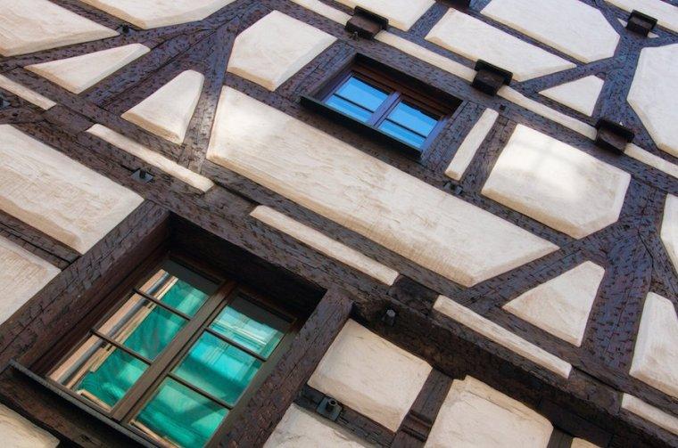 Fachada con entramado de madera de una casa tradicional de Nuremberg