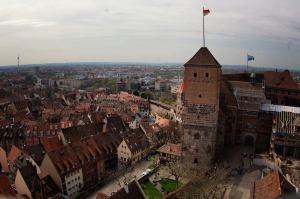 Vistas desde la Torre Sinwell en el Castillo Imperial de Nuremberg