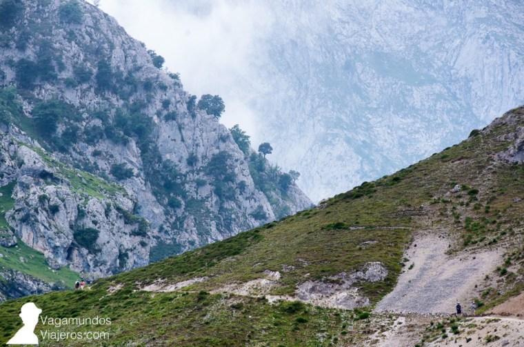 El camino del Cares desde Asturias asciende durante su tramo inicial hasta llegar a Los Collaos, el punto de mayor altura de toda la ruta