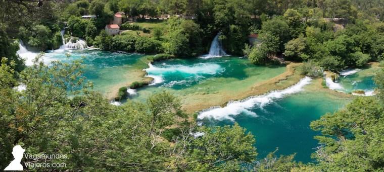 Panorámica de la cascada Skradinski buk desde uno de los miradores en el Parque Krka