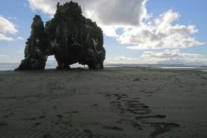 Hvítserkur, formación rocosa con forma de rinoceronte en la costa norte de Islandia