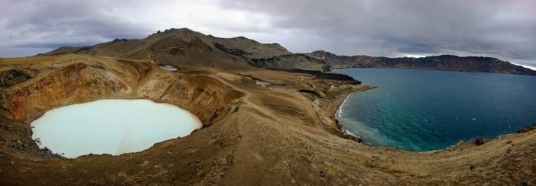 Cráter Viti de la caldera de Askja y lago Öskjuvatn
