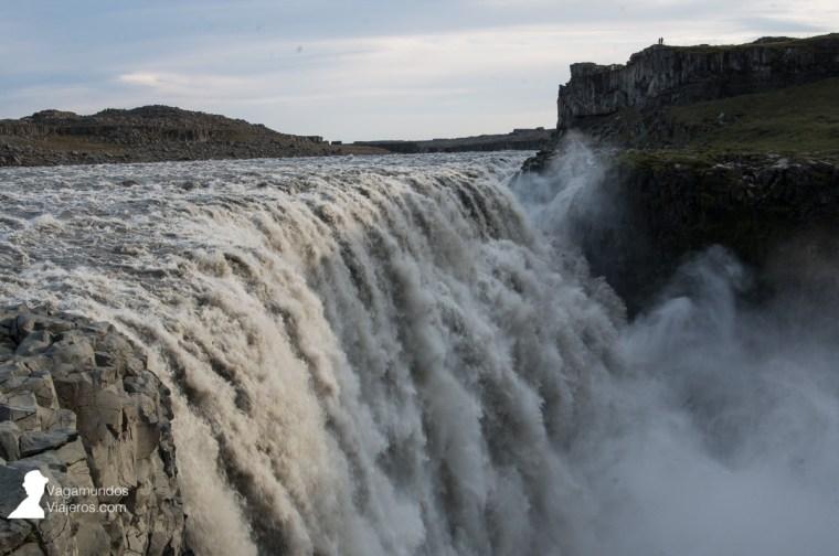 Vista de la cascada Dettifoss desde la orilla este, Islandia