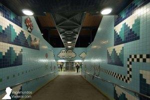 Entrar en la estación de metro Thorildsplan de Estocolmo es como colarse en un videojuego de los años 80