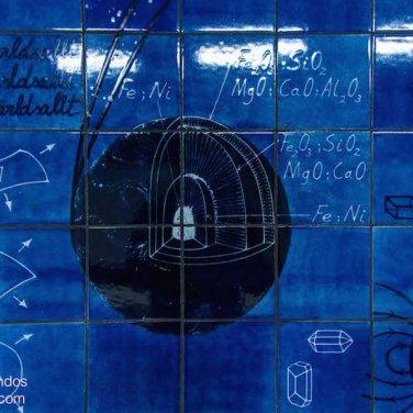 Fórmulas químicas en las paredes de la estación de metro Universitetet, Estocolmo