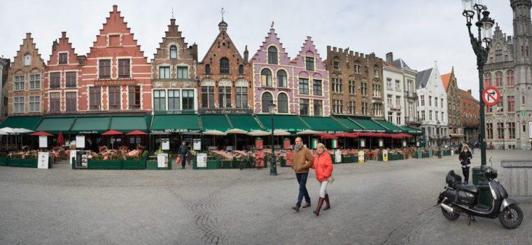 Casas gremiales de colores en la Grote Markt de Brujas
