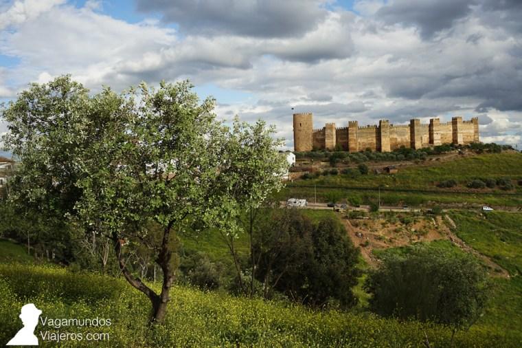 El castillo de Burgalimar en el punto más alto de Baños de la Encina, Jaén