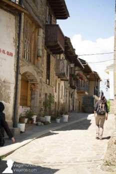 Caminando por el centro histórico de Puebla de Sanabria, en Zamora