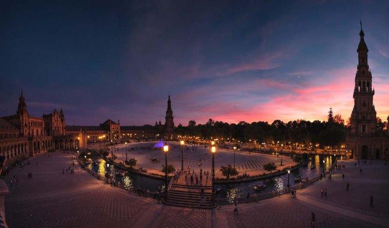 La Plaza de España de Sevilla al atardecer