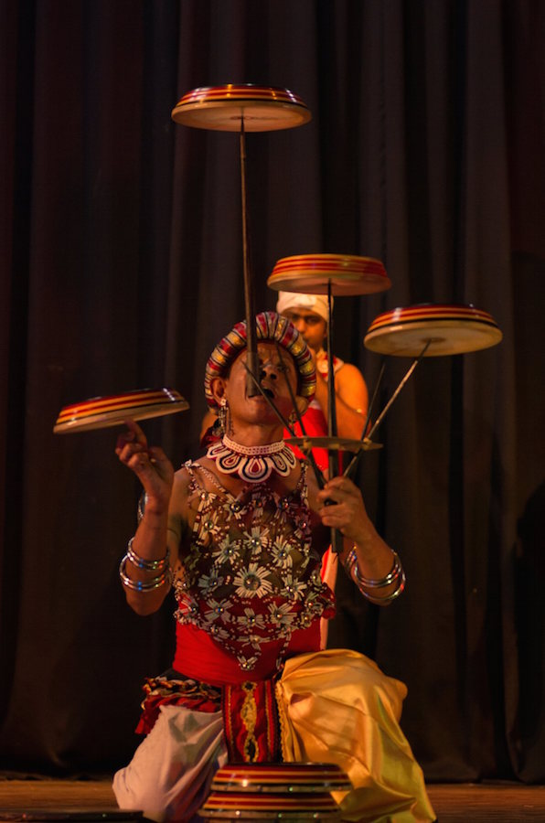 Espectáculo de danzas tradicionales en Kandy