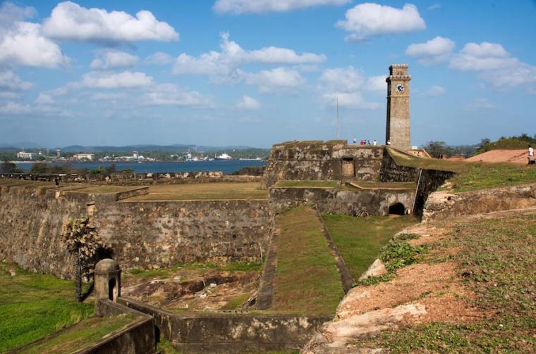 Recorrer la fortaleza y muralla de Galle es la actividad más típica en esta ciudad de Sri Lanka