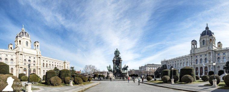La plaza Maria Theresien une el Barrio de los Museos con la Ringstraße