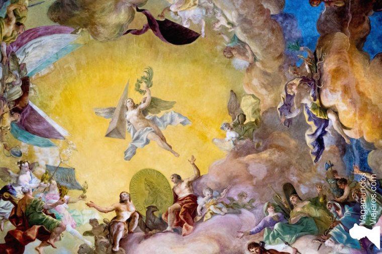 Fresco en la bóveda de la Biblioteca Nacional Austríaca en Viena