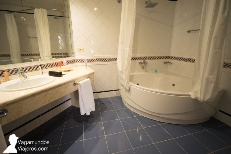 Baño de nuestra habitación en el hotel Memories Miramar de La Habana, Cuba