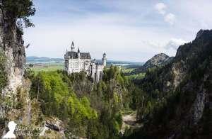 El castillo Neuschwanstein visto desde el puente Marienbrücke, en Baviera, Alemania