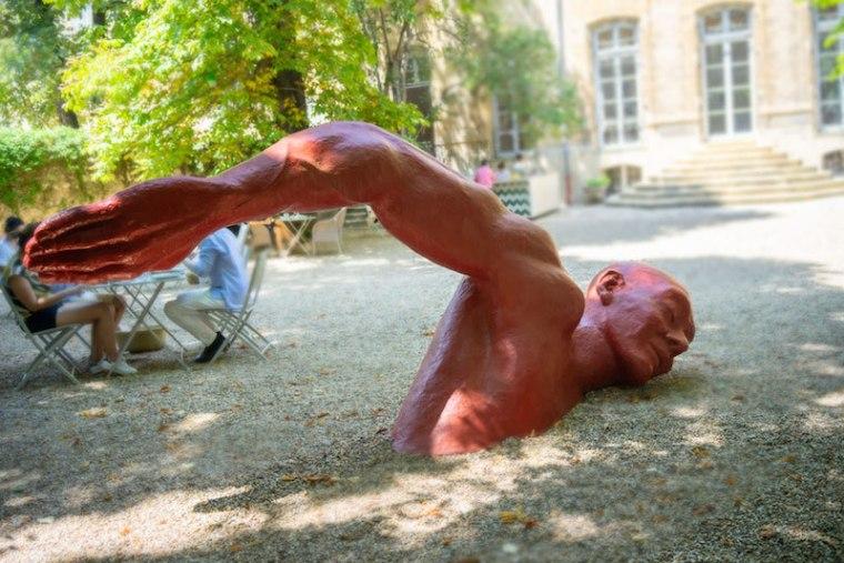 Estatua en el café del Hotel Gallifet, en Aix en Provence