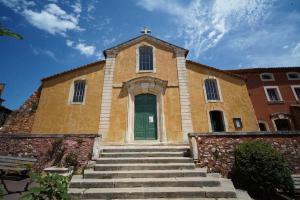 Iglesia de San Miguel en Roussillon, Francia