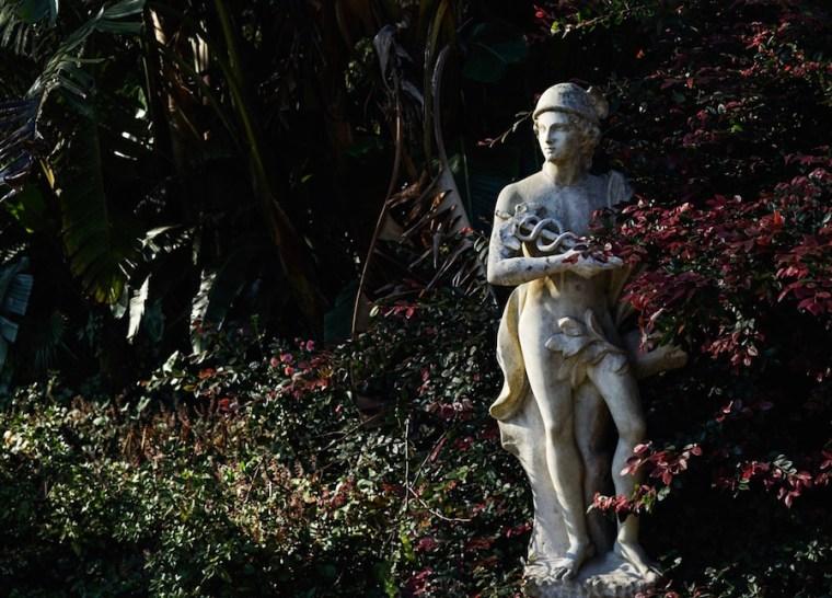 Estatua en los jardines de la Quinta da Regaleira, Sintra
